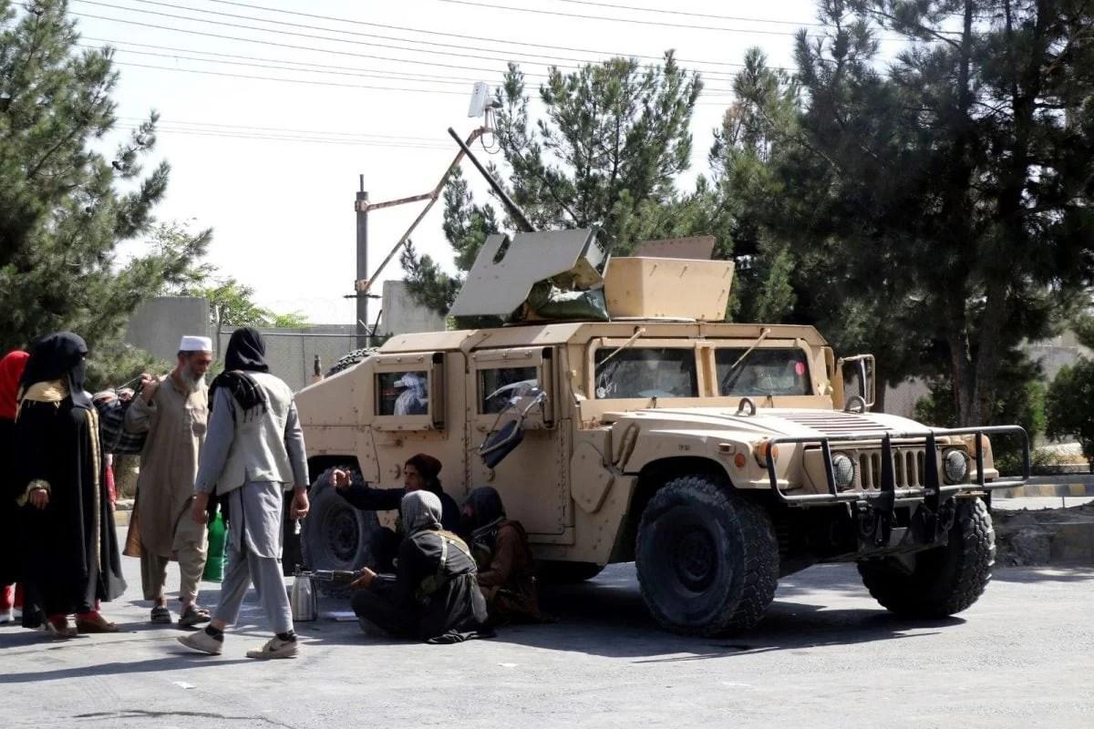 अफगान फोटोग्राफर ने मीडिया को तालिबान की धमकी की चेतावनी दी