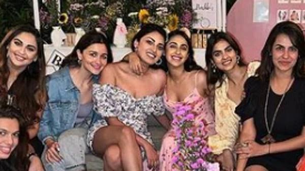 आलिया भट्ट अनुष्का रंजन के ब्राइडल शावर में शामिल हुईं, सुजैन खान, क्रिस्टल डिसूजा और अन्य के साथ पार्टी की