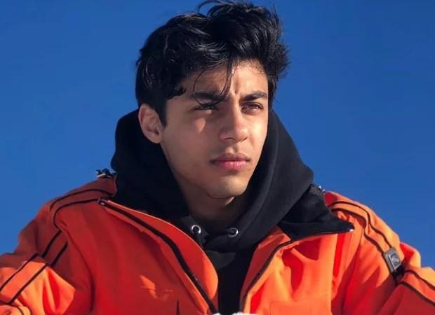 मुंबई क्रूज ड्रग्स का भंडाफोड़ मामले में शाहरुख खान के बेटे आर्यन खान से हो रही पूछताछ