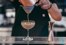 Bar owner tells bartender to not get drunk on day What happened next amused netizens
