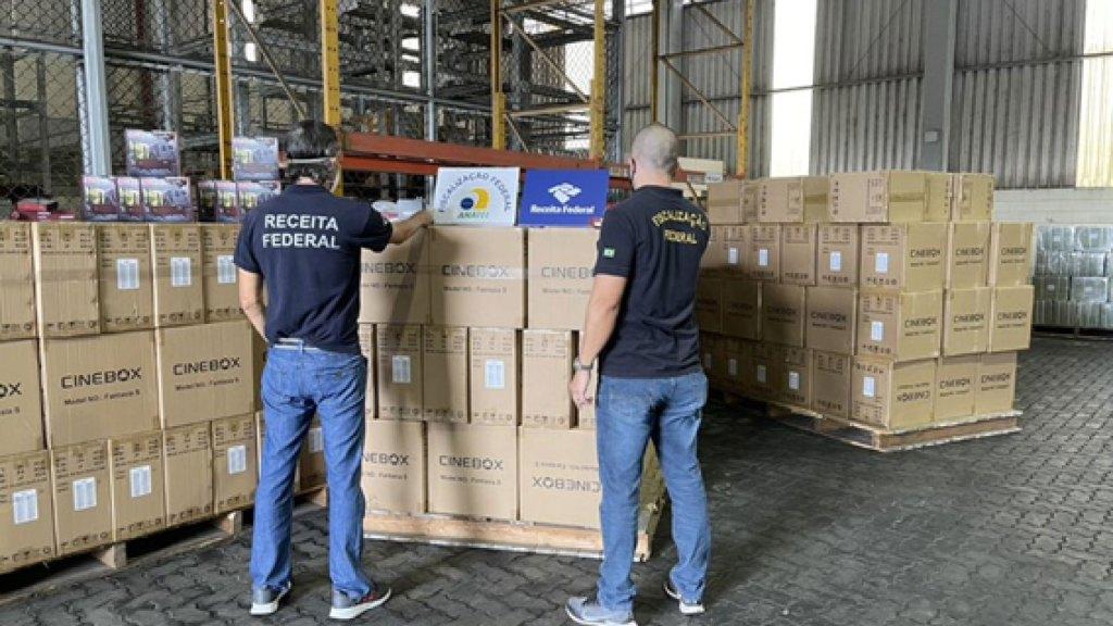 Operações contra pirataria fecham lojas no centro de SP e apreendem mais de 17 mil TV Box no porto de Santos / Divulgação