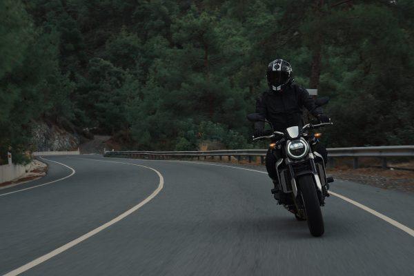 Porto Seguro lança rastreador para motos e oferece alternativa efetiva e acessível