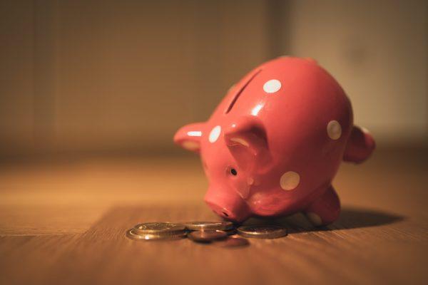 Crise exige ajustes para reduzir pressão sobre finanças pessoais