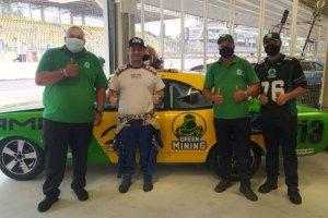 Piloto Rodrigo Helal e o time da Green Mining / Divulgação