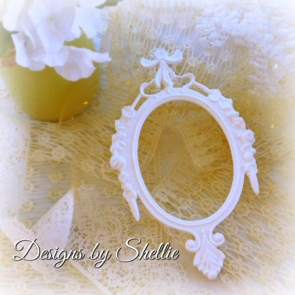 Designs by Shellie White Resin Oval Frame