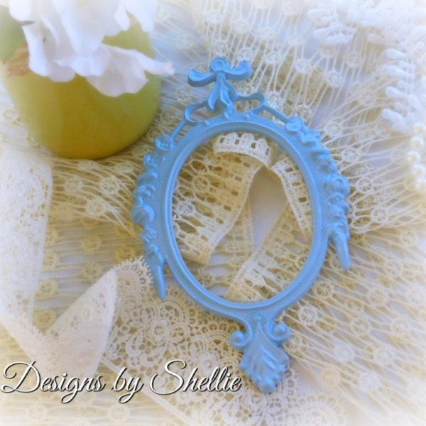 Designs by Shellie Resin Oval Frame in Baby Blue