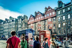 main street to the Edinburgh Castle