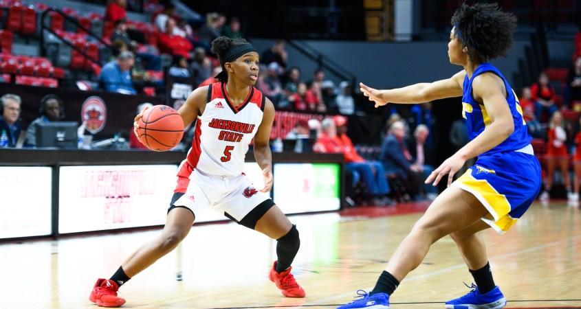 Nekiyah Thompson plays strong offense for the Gamecocks where they fell short against the Morehead State Eagles with a final score of 69-55. (Courtesy of JSU)