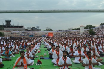 21st June JS Yog International Yoga Day Yashwant Stadium, Nagpur CM Devendra Fadnavis Union Minister Nitin Gadkari_124