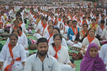 21st June JS Yog International Yoga Day Yashwant Stadium, Nagpur CM Devendra Fadnavis Union Minister Nitin Gadkari_32