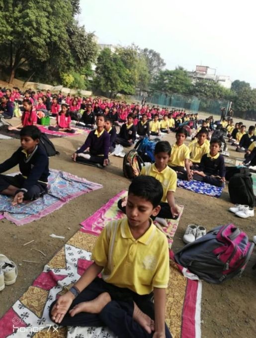Dinanath-high-school-14-12-19-Inter-school-yoga-competition-training-2019-1