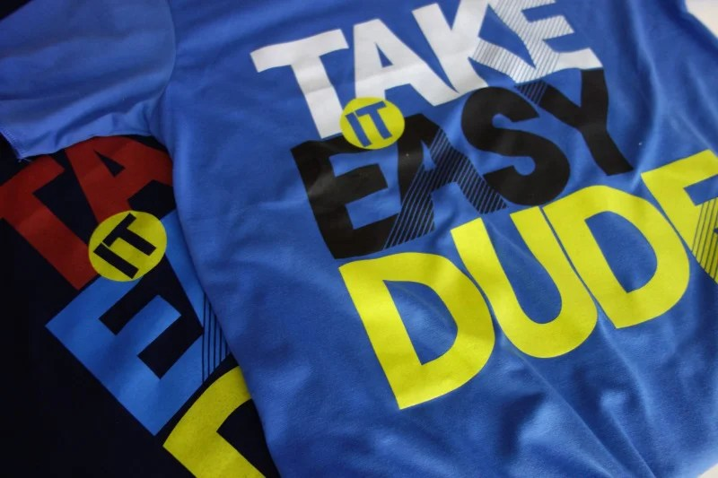 t-shirt-take-it-easy-dude-couleurs