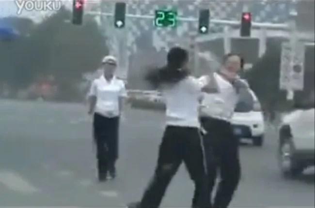 combat entre agents de la circulation chinoises