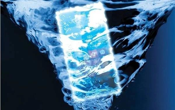 smartphone ascend w2 dans l'eau