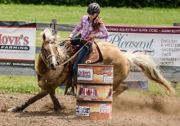 Editorial - Sports photography - Barrel racing.