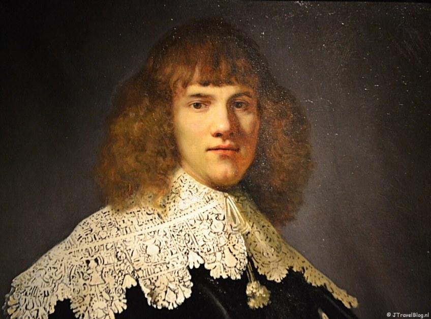 Het schilderij 'Portret van een jongeman' van Rembrandt Harmenszoon van Rijn in de Hermitage in Amsterdam in mei 2018.