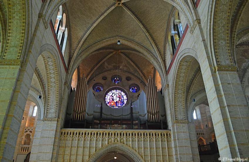 Een van de vier orgels in de Koepelkathedraal in Haarlem