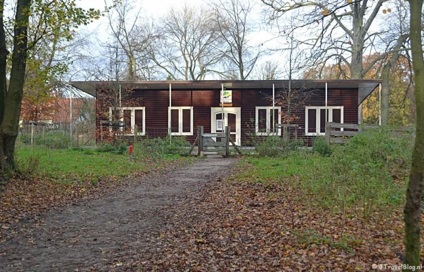 Het gebouw van de scouting in Wandelbos Groenendaal in Heemstede