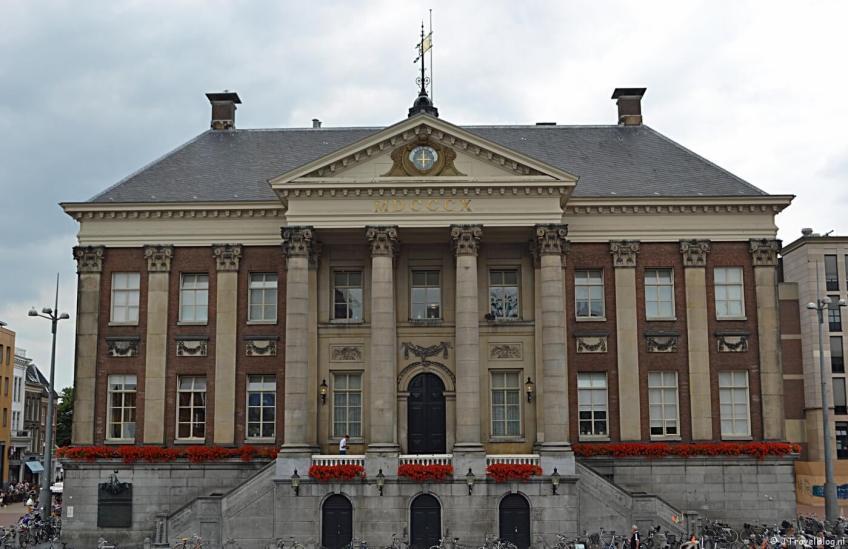 Het stadhuis op de Grote Markt in Groningen
