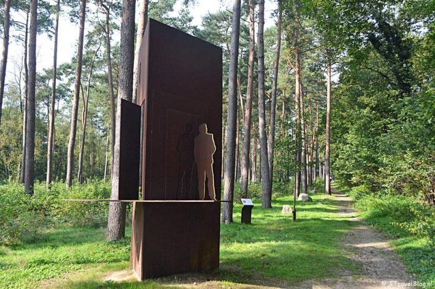 Het Schuilplaatsverlenersmonument in Kamp Amersfoort tijdens de 9e etappe van het Westerborkpad