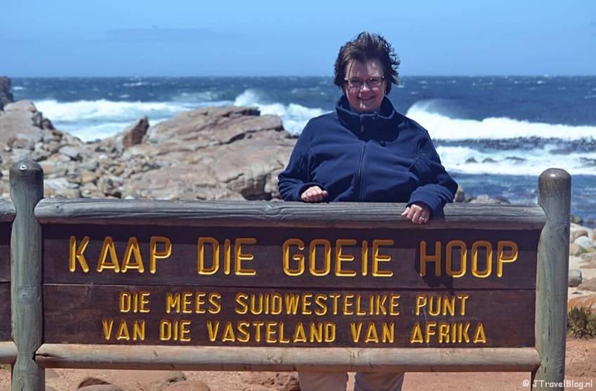 Ik bij het bord van Kaap de Goede Hoop op het Kaapse Schiereiland in Zuid-Afrika