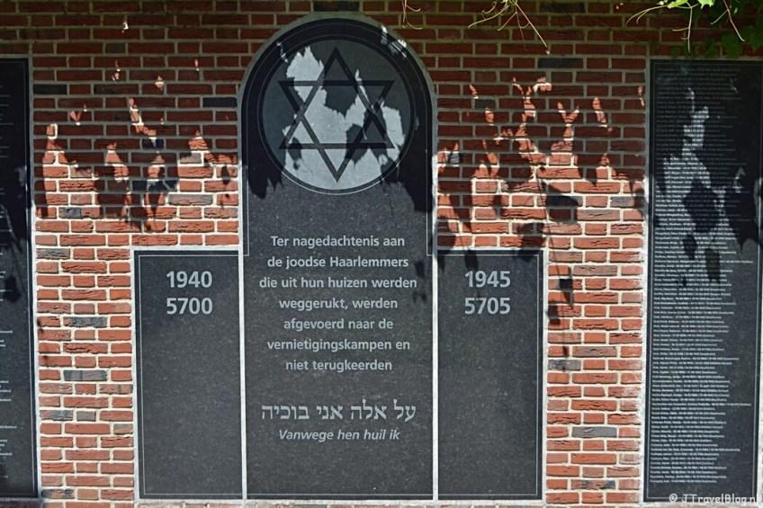 Het Joods Monument tijdens de Vrijheidswandeling in Haarlem