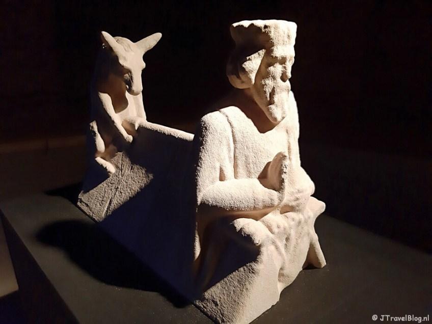 Een 3D-beeld van Jozef en de ezel in de crypte van de Koepelkathedraal in Haarlem tijdens 'De Wezens van de Kathedraal'
