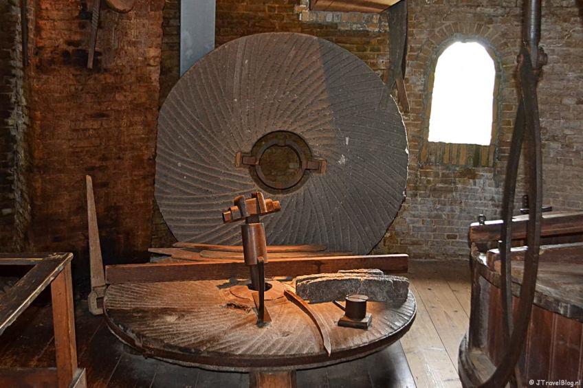 De steenzolder in Molenmuseum De Valk in Leiden