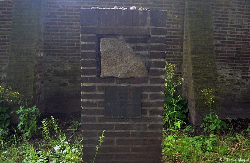 Het Mauthausenmonument in Hilversum tijdens de 6e etappe van het Westerborkpad
