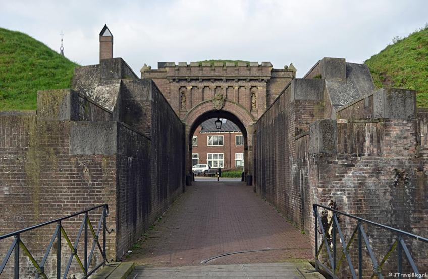 De Kraanbrug aan de achterkant van de Utrechtse Poort