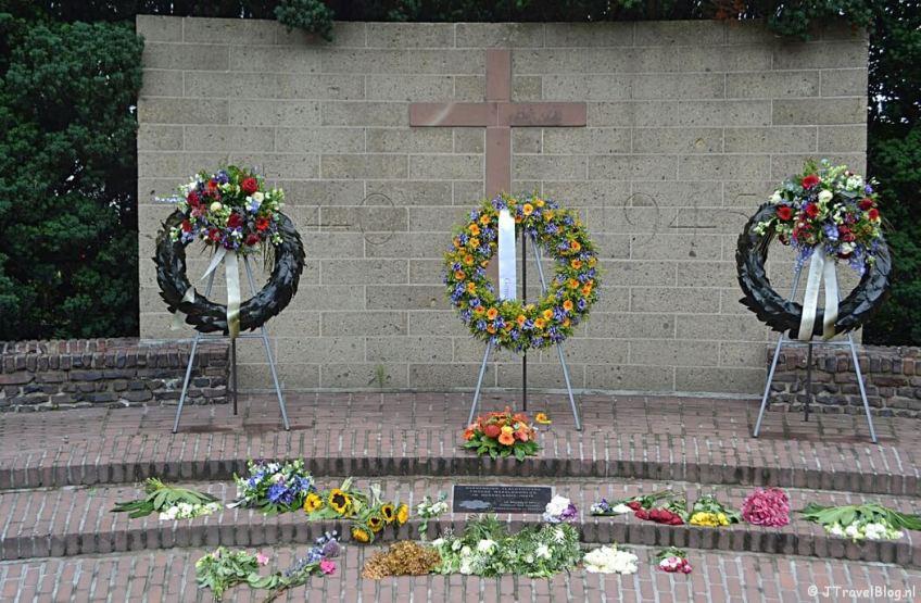 Het oorlogsmonument in Baarn tijdens de 8e etappe van het Westerborkpad
