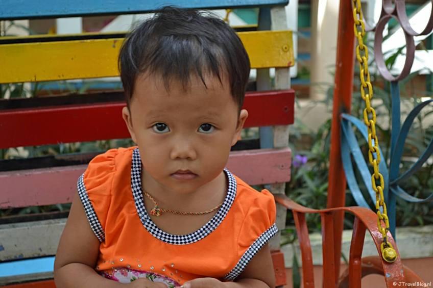 Een meisje op een school in de buurt van Hoi An/Vietnam
