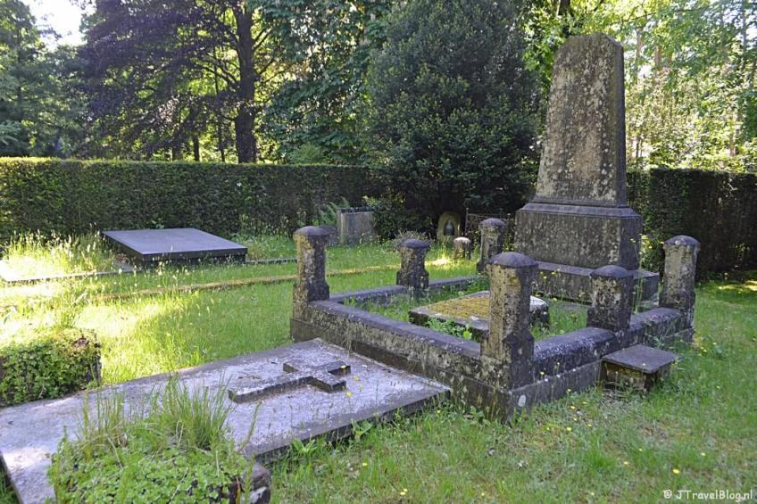 De oude begraafplaats in Naarden tijdens de 5e etappe van het Westerborkpad