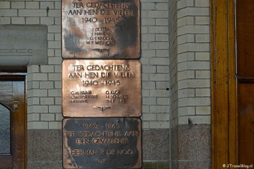 Plaquette op Station Haarlem voor de Sinterklaasrazzia tijdens de Vrijheidswandeling in Haarlem