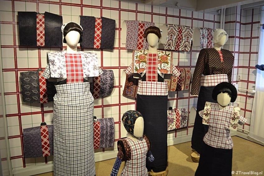 Fotoblog met rode foto's: Spakenburgse klederdracht in het Klederdrachtmuseum in Amsterdam