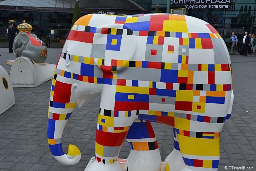 Fotoblog met rode foto's: Olifantenparade op Schiphol