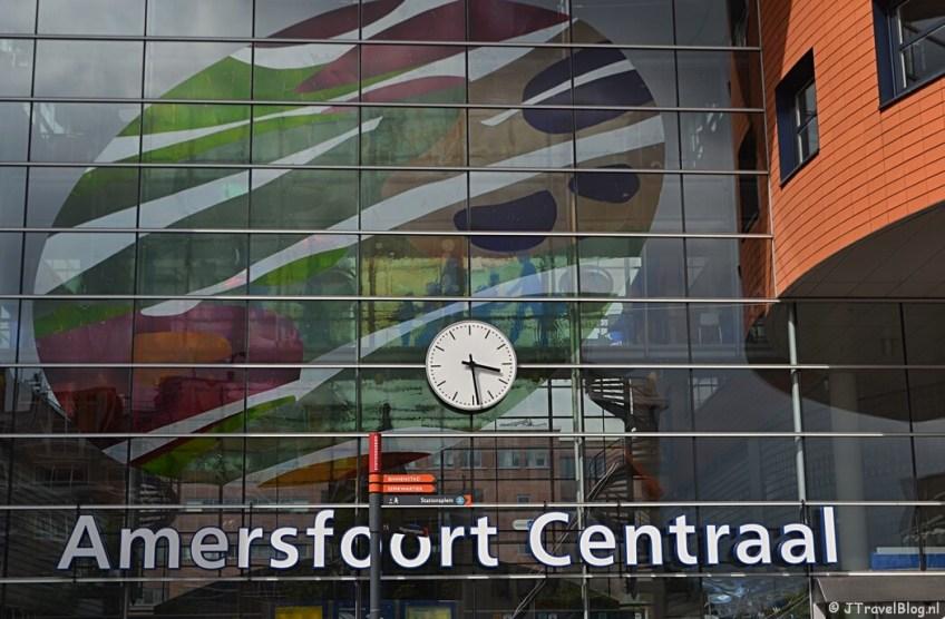 Het station van Amersfoort tijdens de 8e etappe van het Westerborkpad