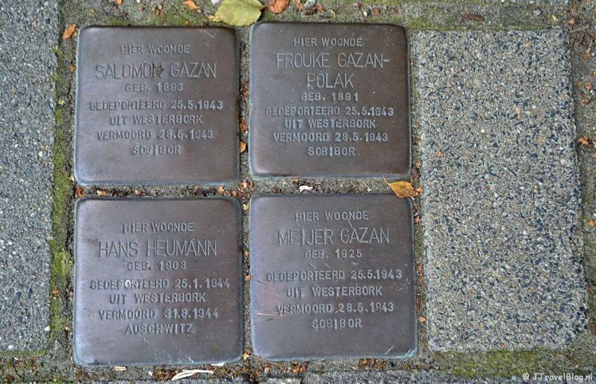 Stolpersteine van de familie Gazan aan de Herensingel 47 in Weesp tijdens de 2e etappe van het Westerborkpad