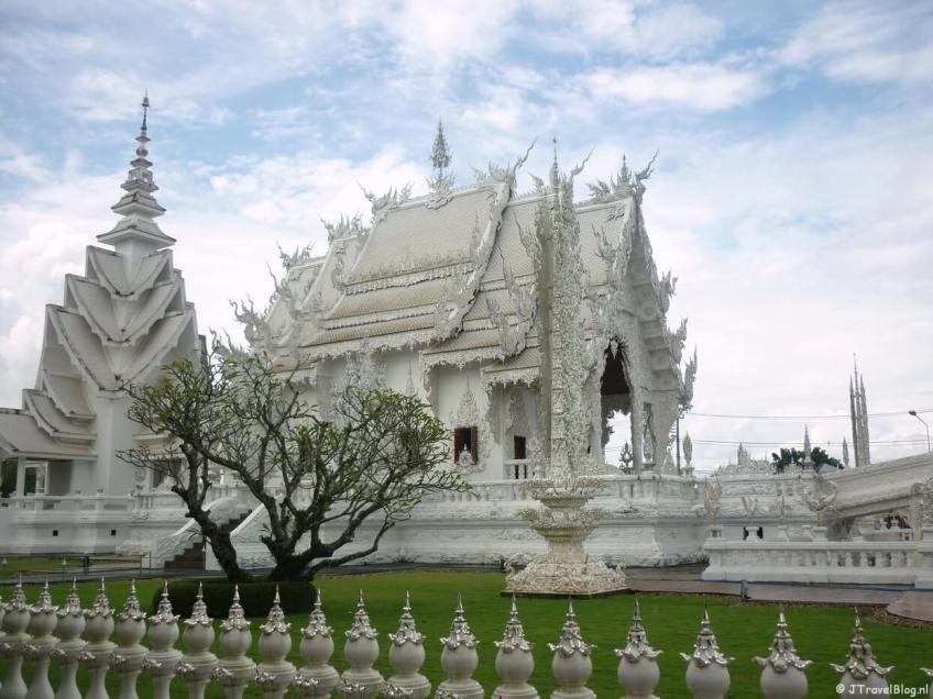 De Wat Rong Khun tempel buiten Chiang Rai