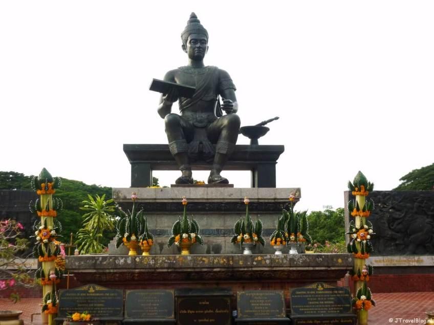 Beeld van de Koning van Sukhothai in het Sukhothai Historical Park
