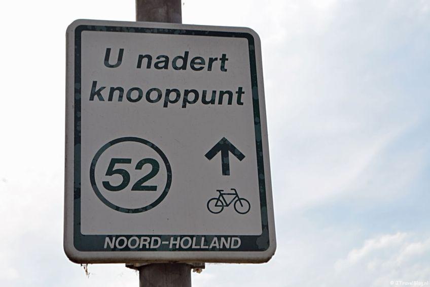 Bord U nadert knooppunt 52 tijdens mijn fietstocht langs fietsknooppunten rond Hoofddorp