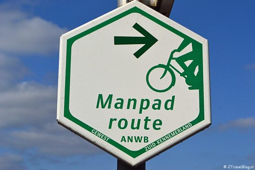 Zeskantig bord van de Mandpadroute tijdens het fietsen van de Manpadroute