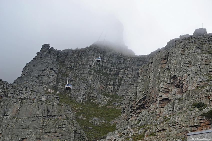 De Tafelberg in Kaapstad onder het tafelkleedje op dag 4 van mijn rondreis door Zuid-Afrika en Namibië
