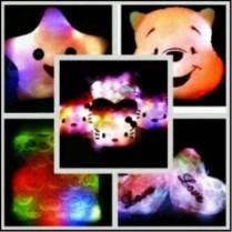 Boneka Lampu Led yang lucu, unik, imut, dan menarik Boneka dengan karakter populer Hello Kitty, Doraemon, White dog, Pinky rabbit, Micky mouse, Mini mouse, Rilakuma yang dilengkapi dengan Lampu Led nyala 7 warna, sungguh bagus dan cocok dijadikan teman untuk tidur dan sebagai kado ulang tahun anak anda