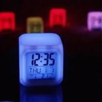 Menunjukkan jam, tanggal, suhu ruangan dengan tampilan digital. berfungsi sebagai reminder dan alarm dengan suara yg pasti bisa membangunkan. Cahayanya yg mampu menggantikan lampu tidur sehingga membantu menciptakan suasana relax di kamar. Menggunakan 2 power yang berbeda (jam dan cahaya), sehingga jam bisa tetap menyala walau lampu moody dimatikan atau sebaliknya. Keren kan ^^ Power untuk Jam menggunakan batrei kecil (kayak di calculator sebanyak 2 buah) power untuk lampu menggunakan Baterai AAA (4 buah) atau Charger nokia yang colokan gendut 4.5 v *charger nokia yang ramping / express charge kalo yang jaman jebot (yang gendut) itu cuma 3.7v tidak ada efek yang merusak, hanya saja lampunya kadang berubah kadang tidak. ecer : 120.000 grosir 3pcs : 110.000