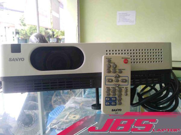 proyektor sanyo plc xw-200