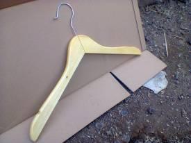 Hanger-1 warna Krem muda(Rp.7000)