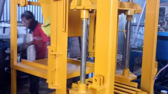 0813.5495.4655(Tsel)Jual mesin paving block di Manado