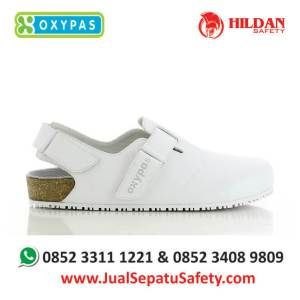bianca-wht-sepatu-ruang-operasi