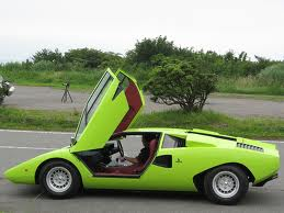 LADIES AND GENTLEMAN, PLEASE WELCOME HER MAJESTY THE LAMBORGHINI COUNTACH!!! (1/6)